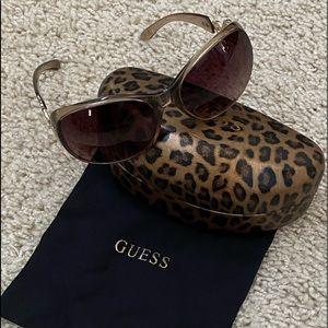 """""""GUESS"""" Super Cute 🧡 Leopard Print Sun Glasses"""